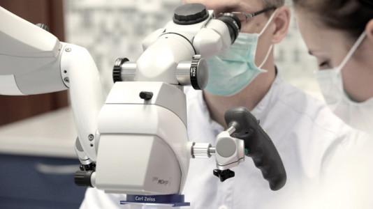 Schill Dental Clinic _ Mikroskop